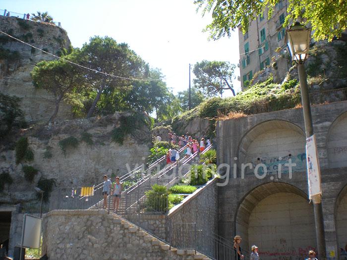 una delle scalinate